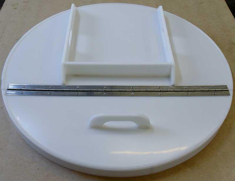 Polypropylene hinged fermentor lid